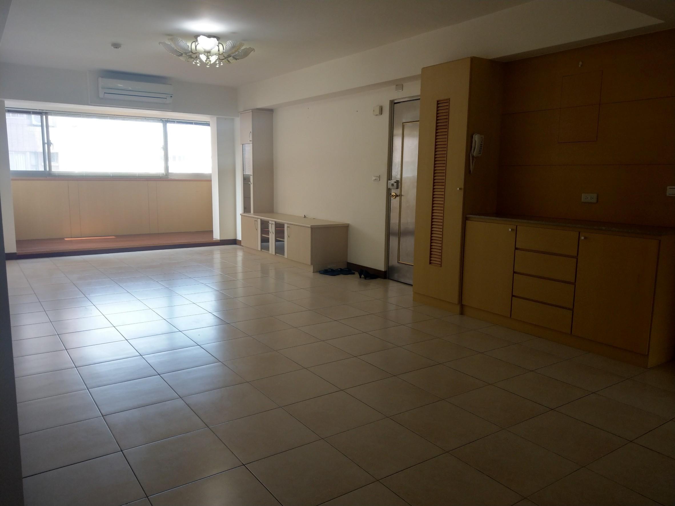 新竹房屋買賣~附小學區~大遠百旁~室內36坪大三房+車位 售1350萬