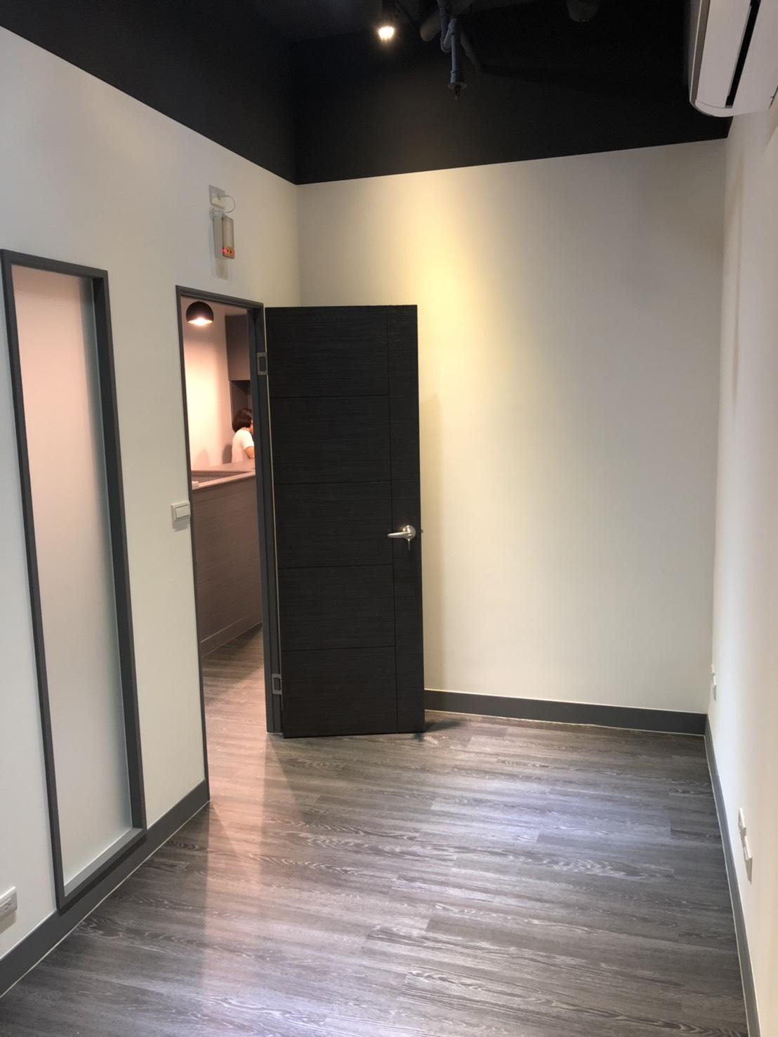 內科高級全新共享辦公室!有專人服務!