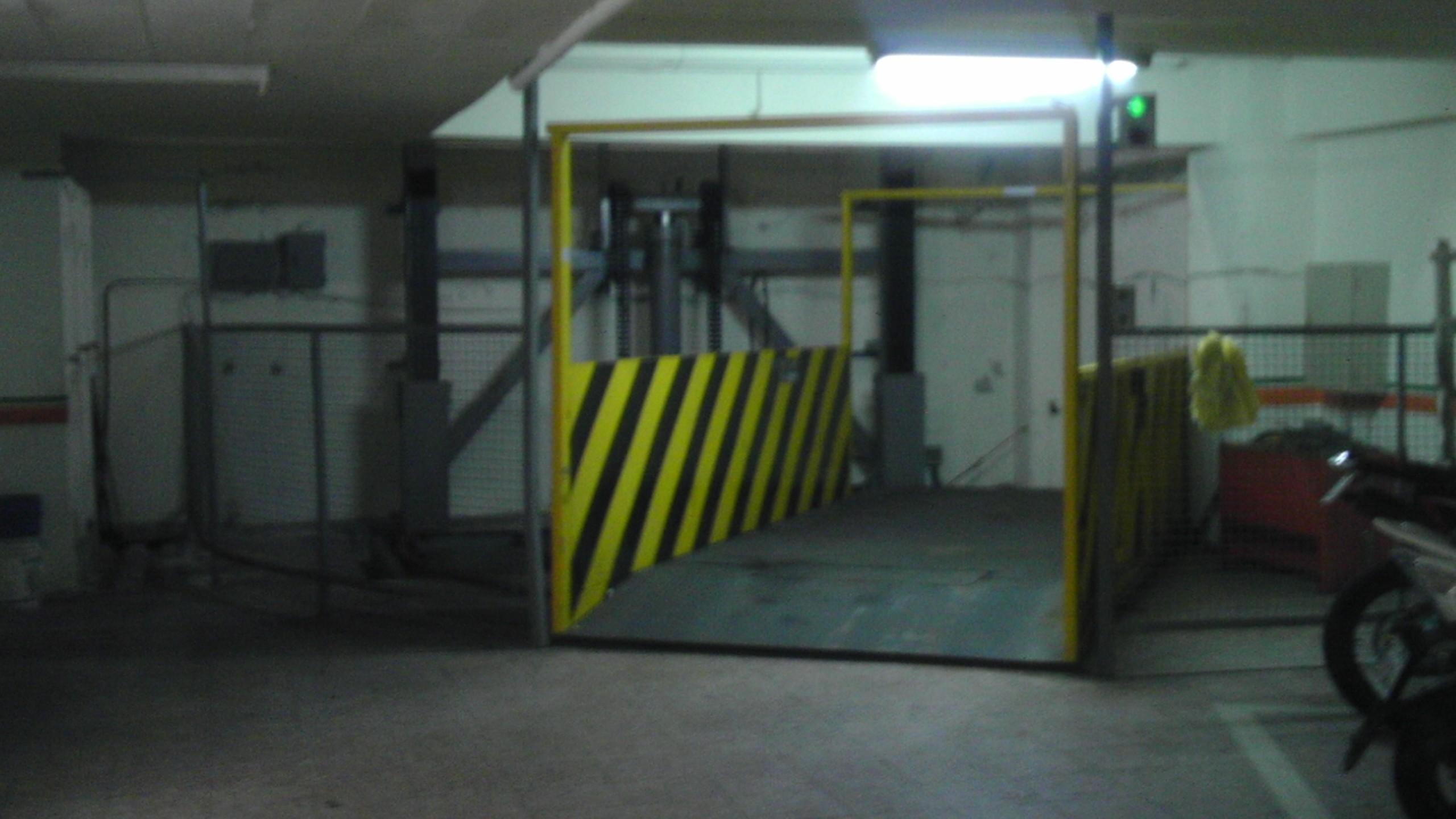 永和國小旁B1室內重機停車位