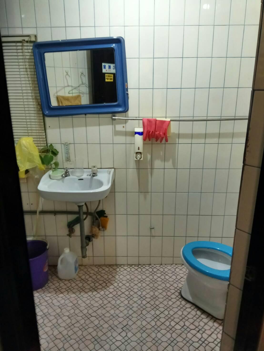 門市型小店面有廁所