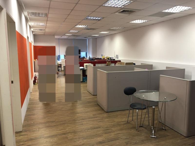 出租便宜分租現有7人座位使用約25坪辦公室0956609532