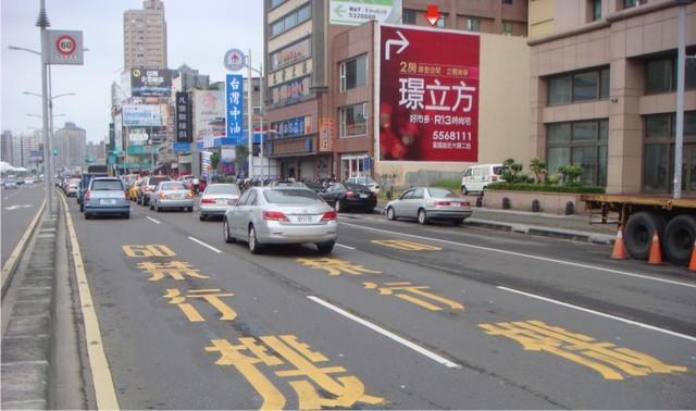 P-0213壁面廣告塔-高雄市博愛一路532號-捷運後驛站出口、瑞豐夜市、漢神巨蛋廣告看板