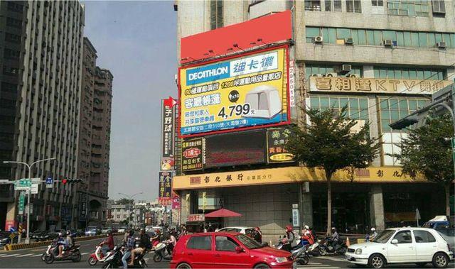 N-0074A鐵架廣告牆-台南市永康區小東路473號A面-往奇美醫院、大灣、國賓影城廣告看板