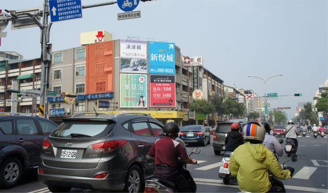 N-0678E鐵架廣告塔-台南市安平區中華西路一段157號-健康路口往安平方向廣告看板