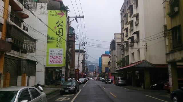 建商廣告看板(左邊)