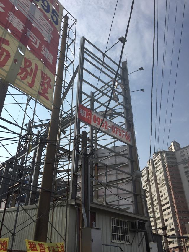 台中市南屯區向上路旁看板C面(黃金招牌)