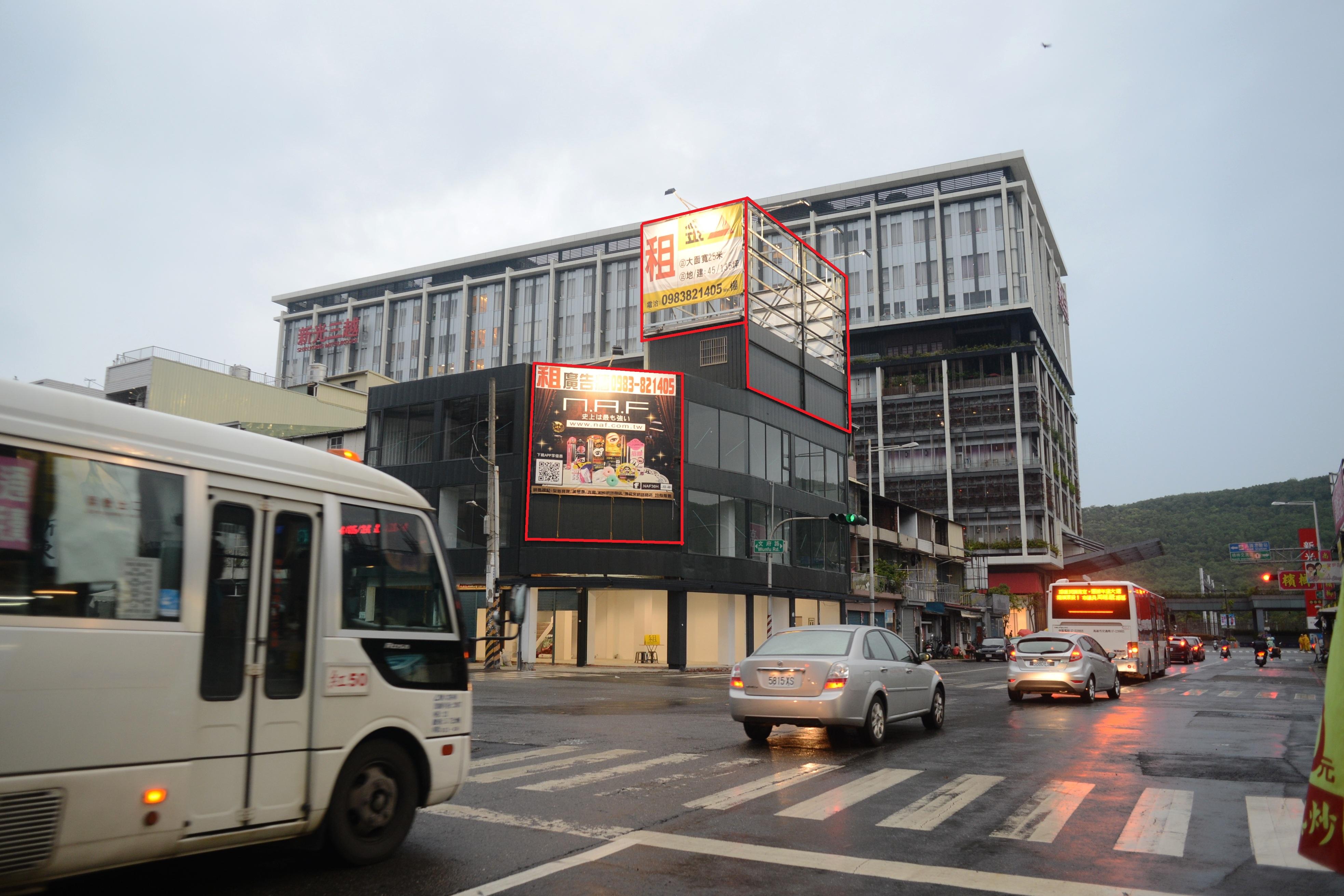 左營高鐵-新光三越前-三角窗廣告牆