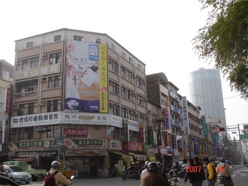 N-0348鐵架廣告塔-台南市勝利路 189 號-國立成功大學校區及商圈、火車站、北門路商圈廣告看板