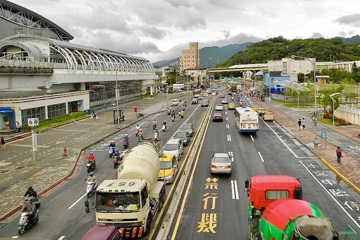 圖片:財團高價搶地!南港房市得超前部署